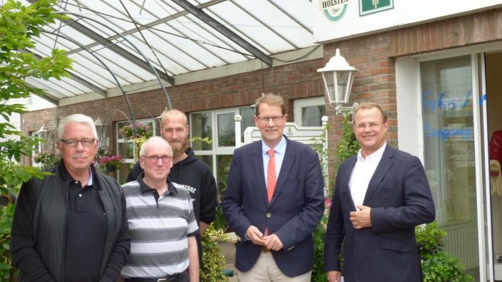Gero Storjohann beim Besuch der Förderwerkstatt der Forsthaus GmbH in Bad Oldesloe